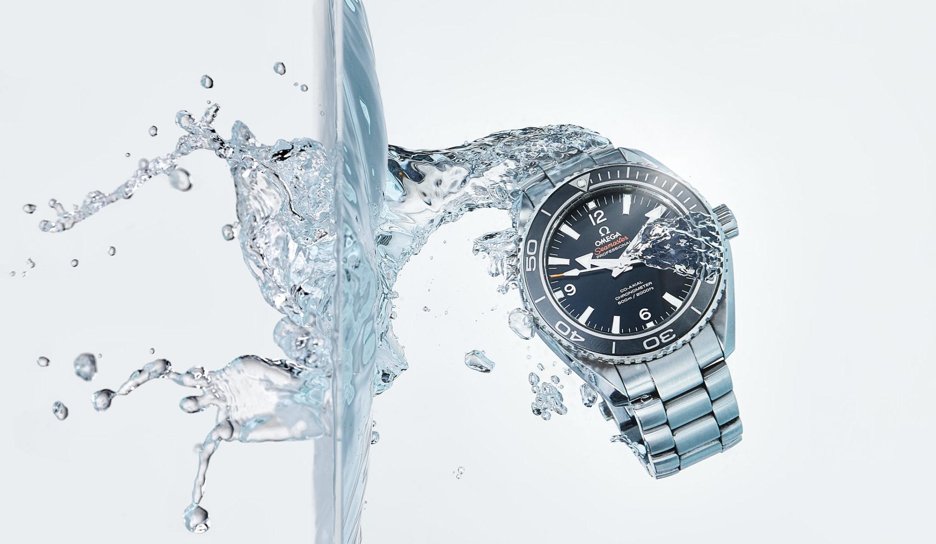 Photographie de montres avec liquide